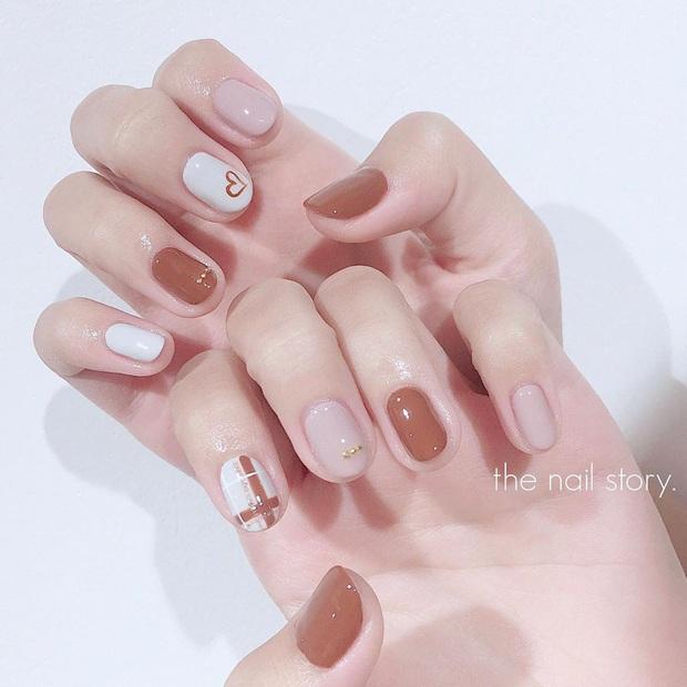 """12 mẫu nail xinh yêu chuẩn trend mùa thu, chị em mau """"bung lụa"""" để có bàn tay sang chảnh - Ảnh 11."""