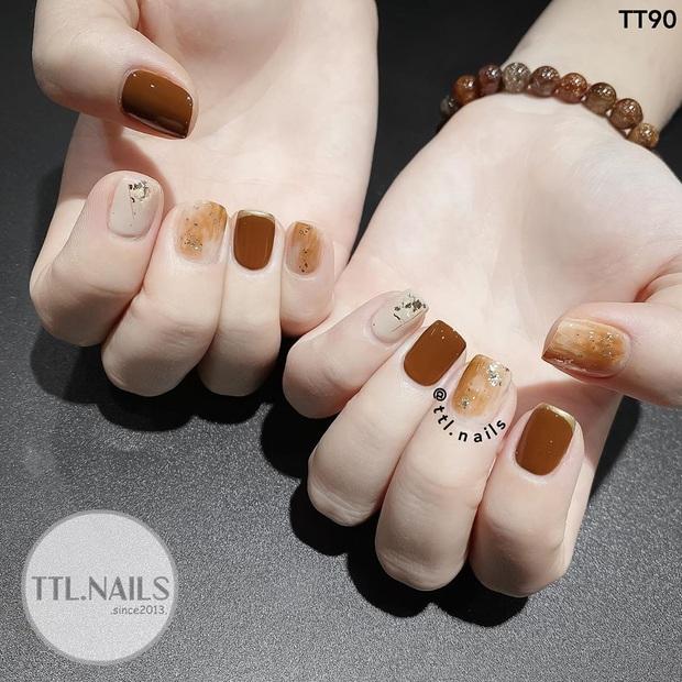 """12 mẫu nail xinh yêu chuẩn trend mùa thu, chị em mau """"bung lụa"""" để có bàn tay sang chảnh - Ảnh 5."""