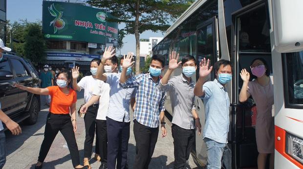 2 đoàn y, bác sĩ từ Bình Định và Huế chia tay Đà Nẵng sau những ngày sát cánh chống dịch Covid-19 - Ảnh 3.