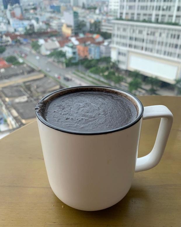 Thức uống đen sì mới được HHen Niê lăng xê hóa ra lại chứa vô vàn lợi ích tốt cho cả nhan sắc lẫn vóc dáng - Ảnh 2.