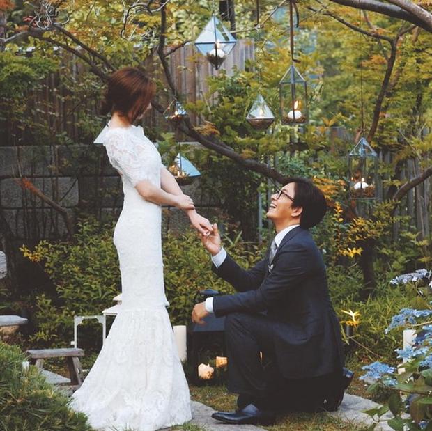 Màn cầu hôn của Bae Yong Joon và mỹ nhân Vườn sao băng lên top Dispatch: Đúng kỷ niệm 100 ngày yêu tại biệt thự trăm tỷ - Ảnh 3.