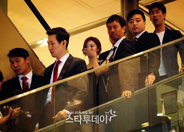 Màn cầu hôn của Bae Yong Joon và mỹ nhân Vườn sao băng lên top Dispatch: Đúng kỷ niệm 100 ngày yêu tại biệt thự trăm tỷ - Ảnh 8.