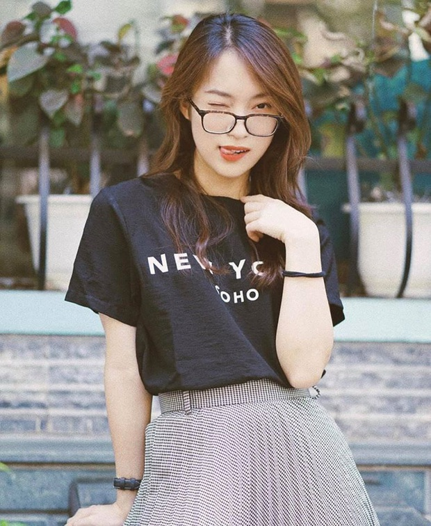 """""""Hotgirl 7 thứ tiếng"""" Khánh Vy đã tốt nghiệp ĐH bằng Giỏi, kênh YouTube đạt 1 triệu subscribers - Ảnh 4."""
