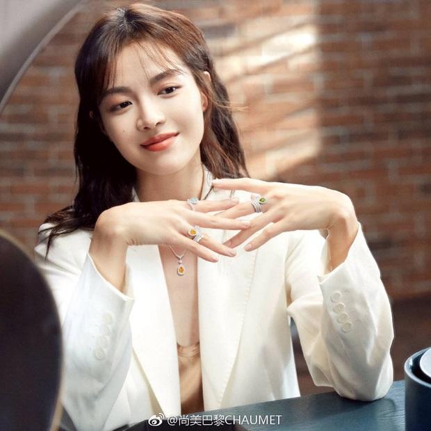 Tranh cãi BXH 55 sao nữ có gương mặt đẹp nhất châu Á: BLACKPINK, Nhiệt Ba thấp bất ngờ, top 5 đều quá khó hiểu - Ảnh 3.