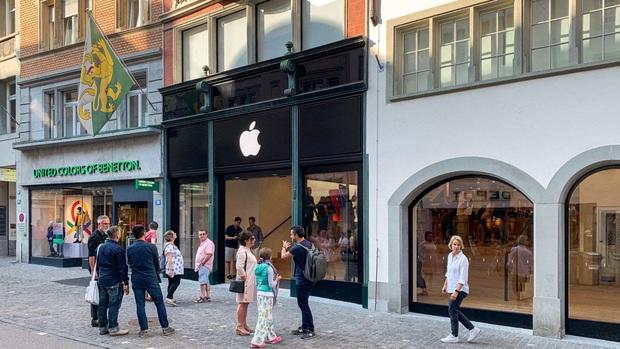 Hài hước: Apple Store bị lừa đổi bảo hành hơn 1.000 iPhone giả mà chẳng hề hay biết - Ảnh 1.