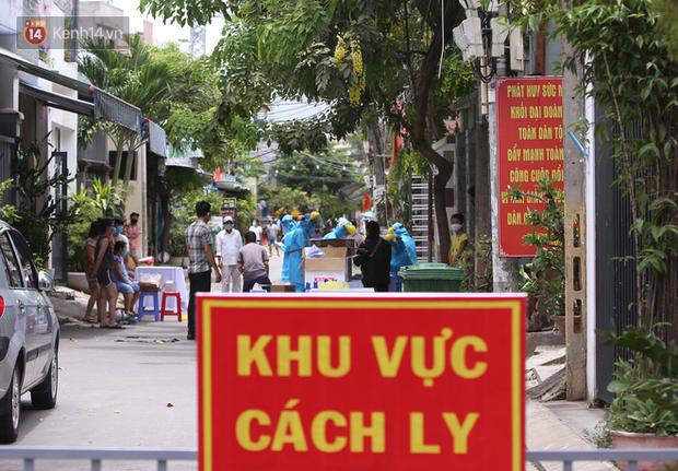 Lịch trình dày đặc của 15 ca Covid-19 mới nhất ở Đà Nẵng: Đi tiệc cưới, ăn giỗ, tổ chức liên hoan, ghé trường đại học - Ảnh 1.