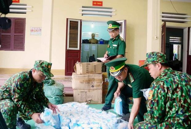 Thu giữ trên 13.000 khẩu trang nhập lậu từ Trung Quốc - Ảnh 1.