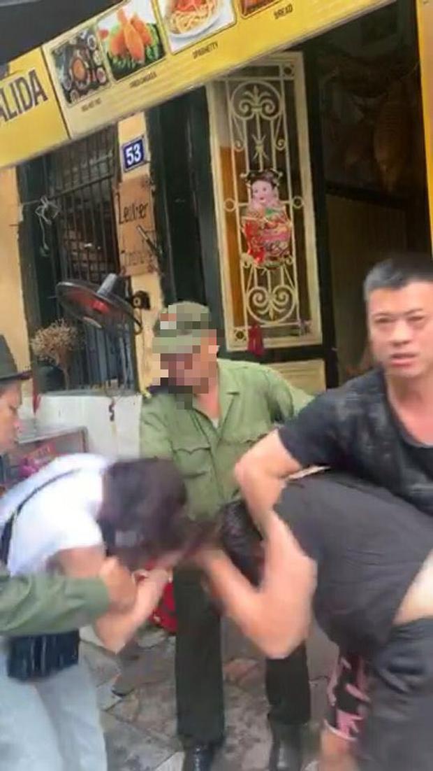 HOT: Lộ clip Lưu Đê Ly và antifan ẩu đả, giật tóc trên phố Hàng Buồm - Ảnh 5.