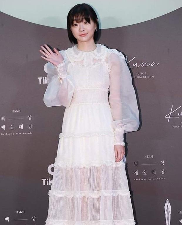 1 chiếc váy 2 số phận: Điên nữ Itaewon bị chê khó cảm, Seo Ye Ji diện lên lại sang hết sức - Ảnh 1.