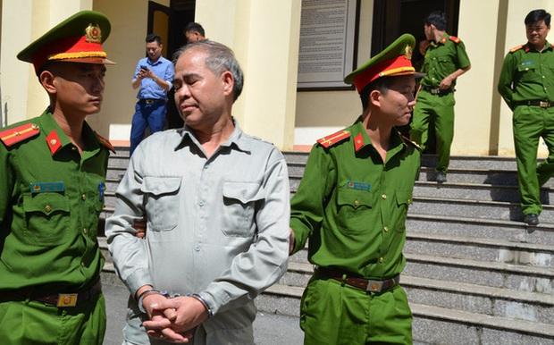 Cựu hiệu trưởng ở Phú Thọ dâm ô 9 nam sinh xin giảm án, phía bị hại đề nghị tăng án - Ảnh 1.