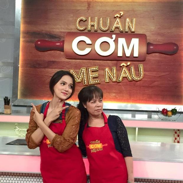 Sao Việt cosplay mẹ: Hari Won diện y nguyên bản gốc, Hương Giang thay bằng túi Chanel trăm triệu nhưng hài nhất lại là Lan Ngọc - Ảnh 6.