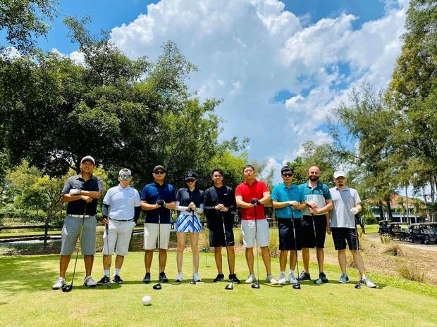 Tình tứ đi đánh golf, cuối cùng Matt Liu cũng chịu cho Hương Giang ra mắt mấy ông bạn rồi đây - Ảnh 2.