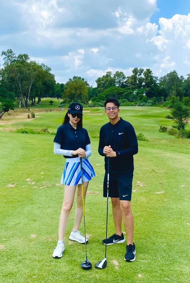 Tình tứ đi đánh golf, cuối cùng Matt Liu cũng chịu cho Hương Giang ra mắt mấy ông bạn rồi đây - Ảnh 1.