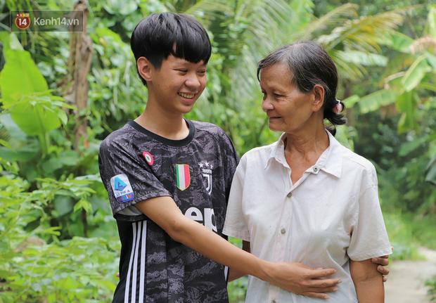 Không có bố bên cạnh, cậu học trò lớp 12 chỉ mong được đi học tiếp để chữa bệnh tâm thần cho mẹ và ông bà ngoại già yếu - Ảnh 11.