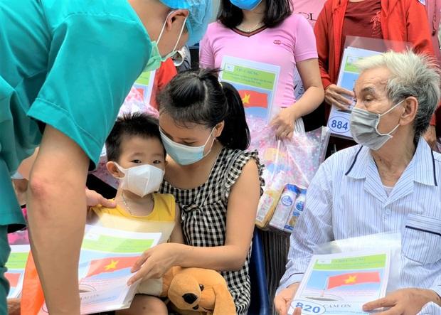 5 ngày liên tiếp Đà Nẵng không có ca lây nhiễm trong cộng đồng, 17 bệnh nhân Covid-19 được xuất viện - Ảnh 2.