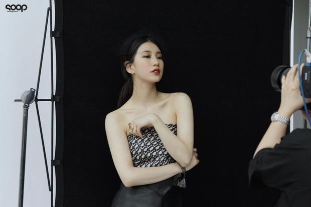 Cùng lấy khăn làm áo, Suzy đẹp kiêu kỳ nhưng Jisoo mới gây bất ngờ: Hoa hậu Hàn Quốc ra dáng dân chơi quá ư khác lạ - Ảnh 6.