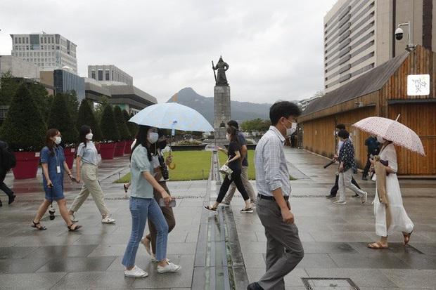 Hàn Quốc gia hạn giãn cách xã hội cấp độ 2 trên toàn quốc trong một tuần - Ảnh 1.