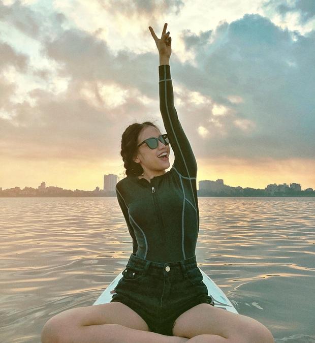 Gái xinh khoe ảnh chèo thuyền SUP cực hot ở Hồ Tây (Hà Nội), check-in cùng hoàng hôn nữa thì bao đẹp bao phê! - Ảnh 3.