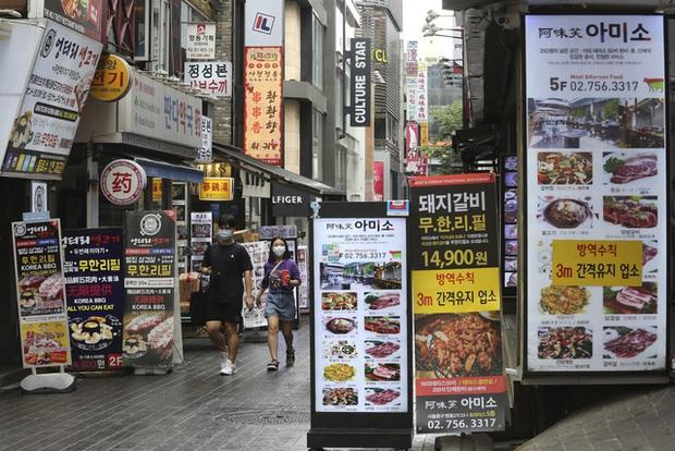 Hàn Quốc gia hạn giãn cách xã hội cấp độ 2 trên toàn quốc trong một tuần - Ảnh 2.