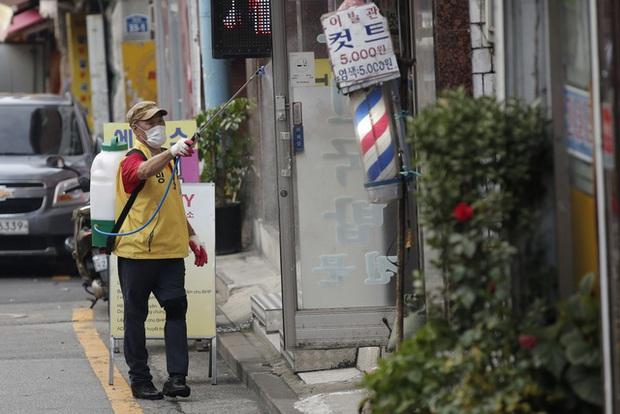 Hàn Quốc gia hạn giãn cách xã hội cấp độ 2 trên toàn quốc trong một tuần - Ảnh 3.