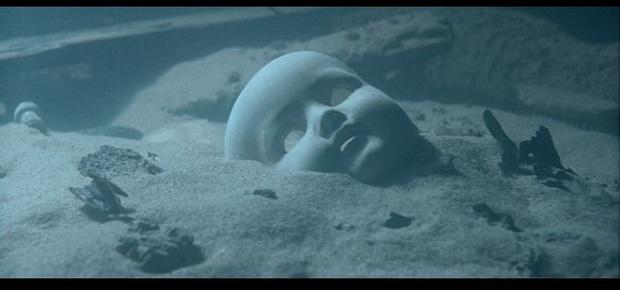 Vẻ đẹp vừa hút hồn, vừa rùng rợn của những địa điểm nổi tiếng nhất dưới lòng đại dương - Ảnh 1.