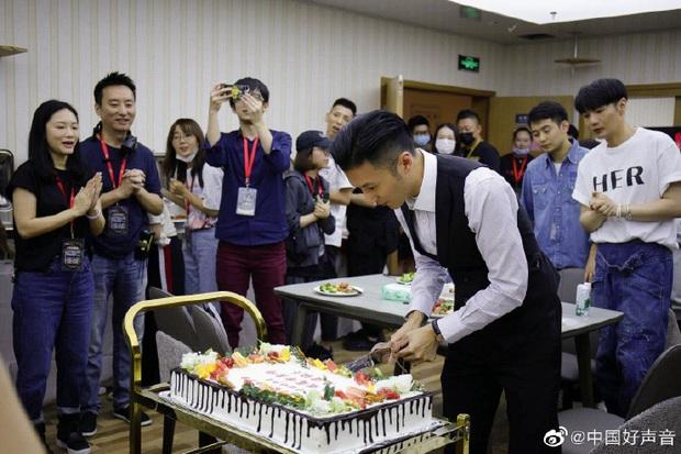 Tạ Đình Phong đón sinh nhật vắng mặt Vương Phi, Trương Bá Chi lại có đồng thái mỉa mai chồng cũ? - Ảnh 2.