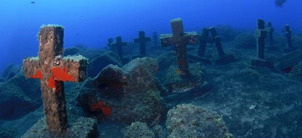 Vẻ đẹp vừa hút hồn, vừa rùng rợn của những địa điểm nổi tiếng nhất dưới lòng đại dương - Ảnh 7.