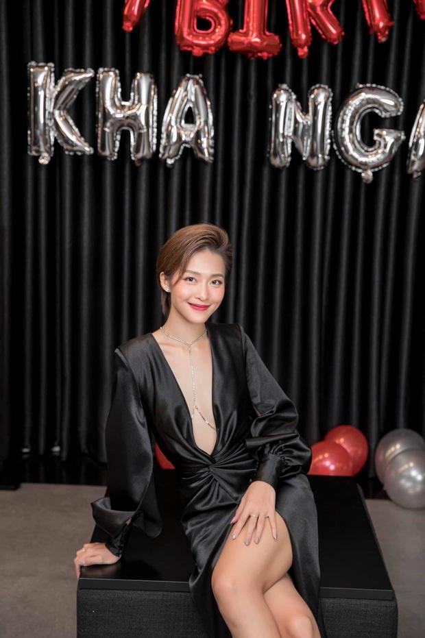 Gia đình văn hoá mừng sinh nhật Khả Ngân, vị trí của Noo - Mai Phương Thuý và Gil Lê - Hoàng Thuỳ Linh trùng hợp bất ngờ - Ảnh 2.