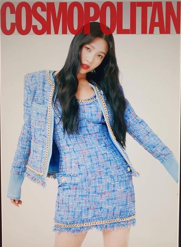 Đụng hàng váy hiệu: Jisoo hở vừa đủ xinh mê tơi - Joy kín như bưng nhưng được cái chanh sả - Ảnh 4.
