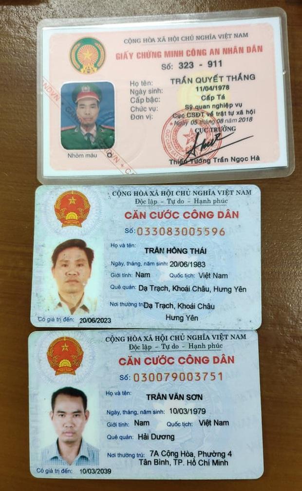 Khởi tố 2 kẻ giả cán bộ Bộ Công an tới nhà người phụ nữ đọc lệnh bắt, khám xét ở Sài Gòn - Ảnh 2.