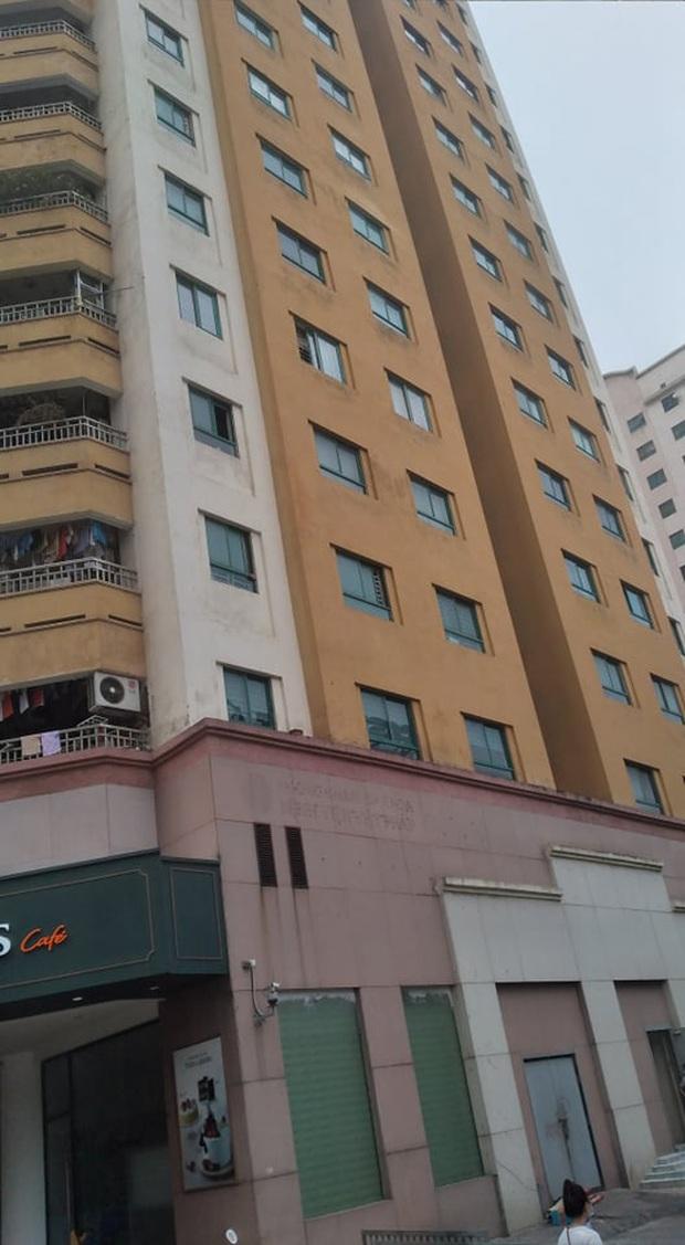 Người dân kể lại giây phút bé gái 6 tuổi rơi từ tầng 12 chung cư tử vong: Cháu bé xinh xắn lắm, chúng tôi không ai cầm được nước mắt - Ảnh 2.