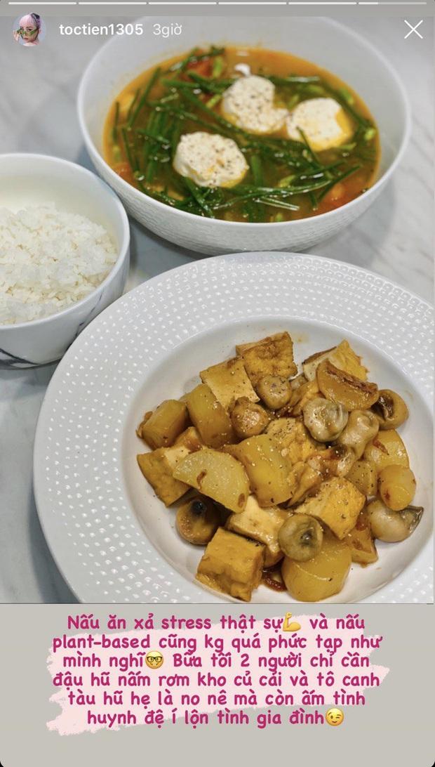 Cô vợ đảm đang nhất nhì showbiz đây rồi: chồng vừa đòi ăn cơm nhà, Tóc Tiên lập tức nấu một bữa ấm tình huynh đệ - Ảnh 2.