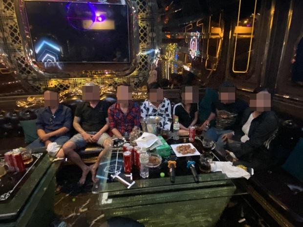 Đột kích quán karaoke Alibaba ở Sài Gòn, phát hiện 20 dân chơi dương tính chất ma tuý - Ảnh 6.