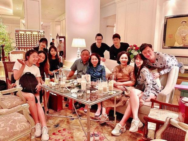 Đại gia đình 3 dòng máu Việt - Hàn - Trung nhà Trấn Thành và Hari Won tụ họp, 2 bà thông gia thành tâm điểm vì quá giống nhau - Ảnh 4.