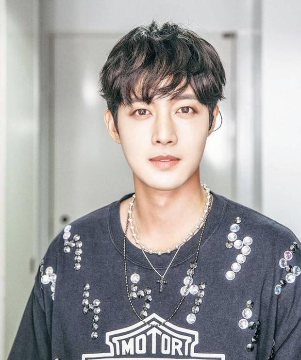 5 lần sao Hàn hóa anh hùng đời thực: Jungkook (BTS) cứu sống MC trên sân khấu, sau 10 năm fan mới biết Sooyoung từng suýt chết - Ảnh 6.