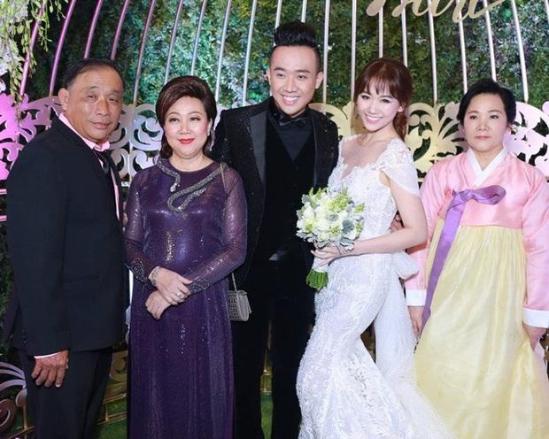 Đại gia đình 3 dòng máu Việt - Hàn - Trung nhà Trấn Thành và Hari Won tụ họp, 2 bà thông gia thành tâm điểm vì quá giống nhau - Ảnh 5.