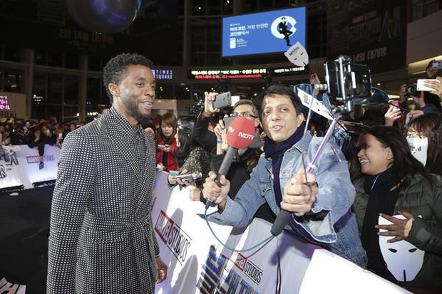 MXH dậy sóng vì khoảnh khắc Black Panther Chadwick Boseman tại sự kiện ở Hàn 1 năm trước, hành động nhỏ cho thấy nhân cách hiếm có - Ảnh 5.