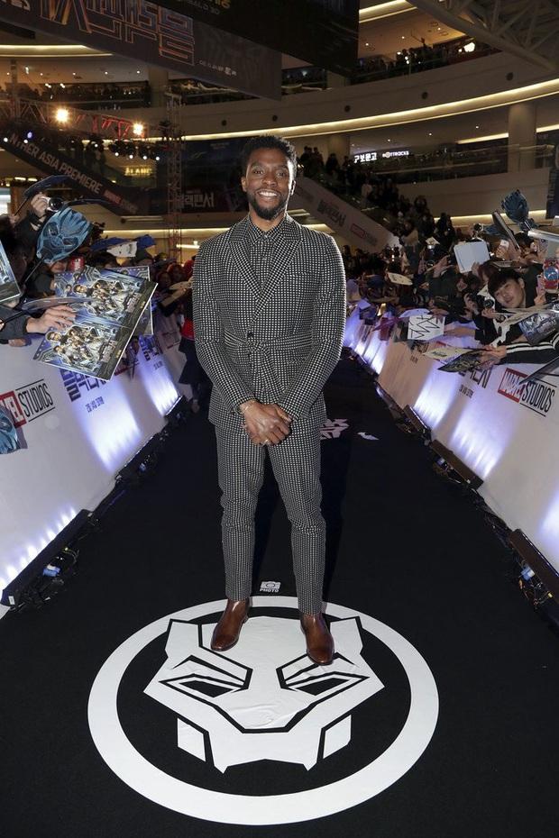 MXH dậy sóng vì khoảnh khắc Black Panther Chadwick Boseman tại sự kiện ở Hàn 1 năm trước, hành động nhỏ cho thấy nhân cách hiếm có - Ảnh 4.
