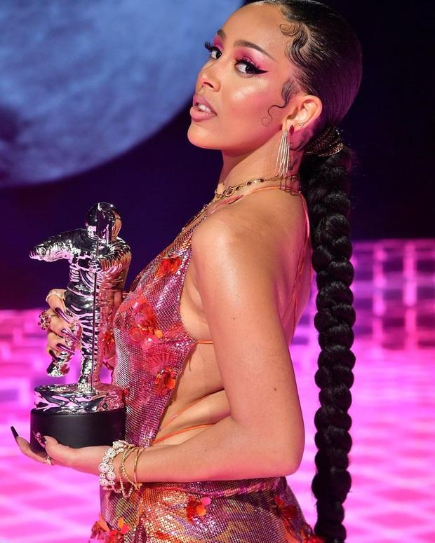 Kết quả MTV VMAs 2020: Lady Gaga và BTS chiếm trọn spotlight, Ariana Grande gom nhanh 4 giải, riêng Billie Eilish trắng tay - Ảnh 17.