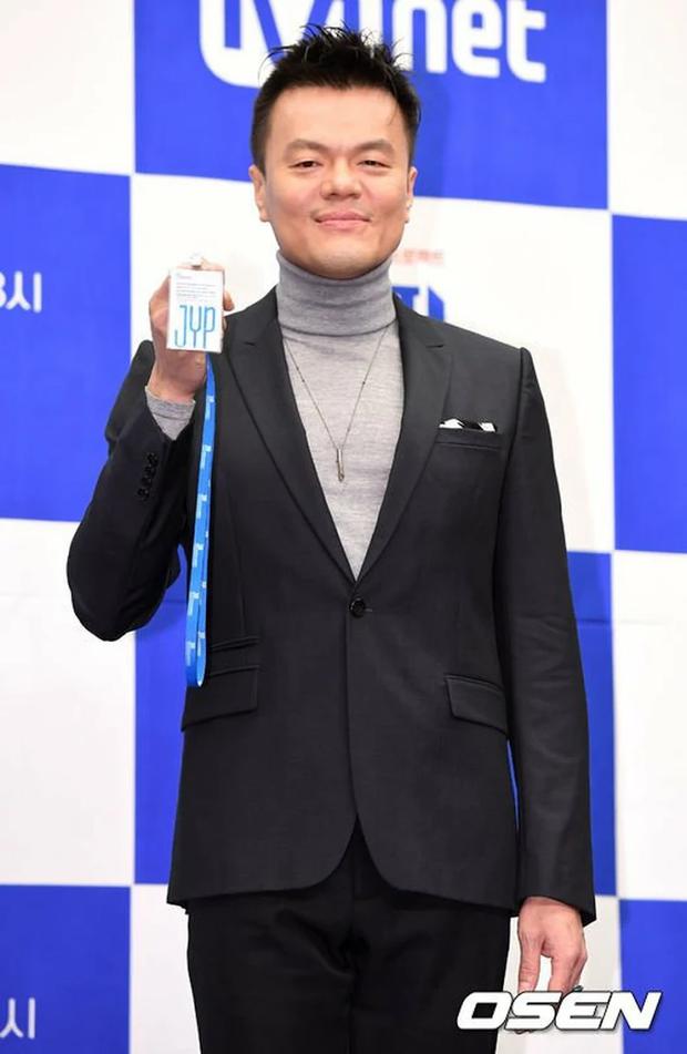 JYP quê xệ khi bị bảo vệ nhắc nhở tại chính concert của TWICE: Đừng tưởng CEO là muốn làm gì thì làm? - Ảnh 1.