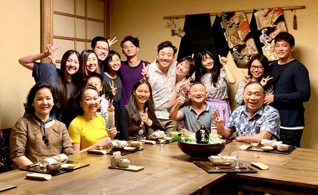 Đại gia đình 3 dòng máu Việt - Hàn - Trung nhà Trấn Thành và Hari Won tụ họp, 2 bà thông gia thành tâm điểm vì quá giống nhau - Ảnh 7.