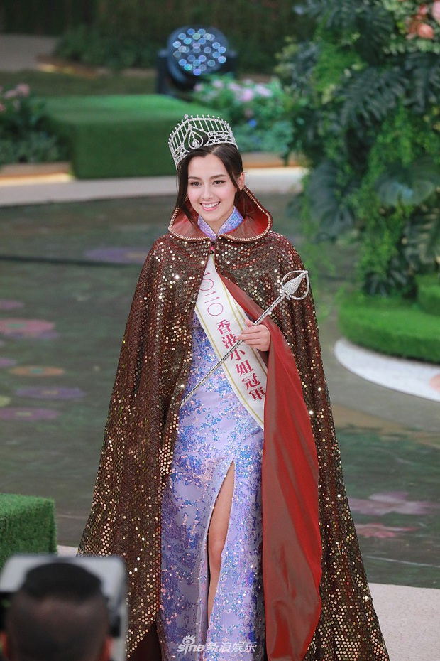 Tân Hoa hậu Hong Kong vừa đăng quang đã gây tranh cãi: Nhan sắc tựa Địch Lệ Nhiệt Ba nhưng chiều cao lại quá khiêm tốn - Ảnh 4.