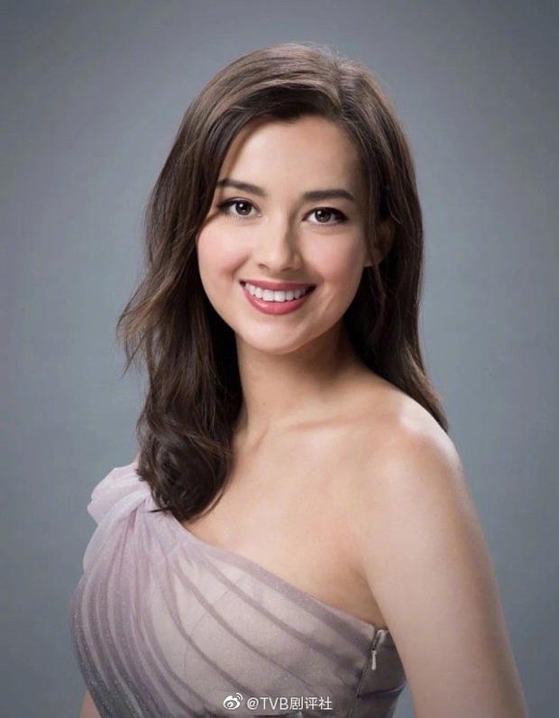Tân Hoa hậu Hong Kong vừa đăng quang đã gây tranh cãi: Nhan sắc tựa Địch Lệ Nhiệt Ba nhưng chiều cao lại quá khiêm tốn - Ảnh 12.