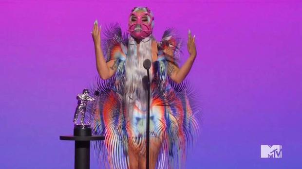 Kết quả MTV VMAs 2020: Lady Gaga và BTS chiếm trọn spotlight, Ariana Grande gom nhanh 4 giải, riêng Billie Eilish trắng tay - Ảnh 3.