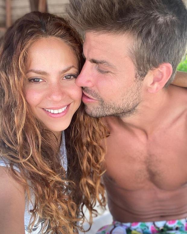 Nữ hoàng nhạc Latin Shakira đăng hình cực tình cảm cùng trung vệ nam thần, nhìn ảnh không ai nhận ra nàng hơn chàng tới 10 tuổi - Ảnh 2.