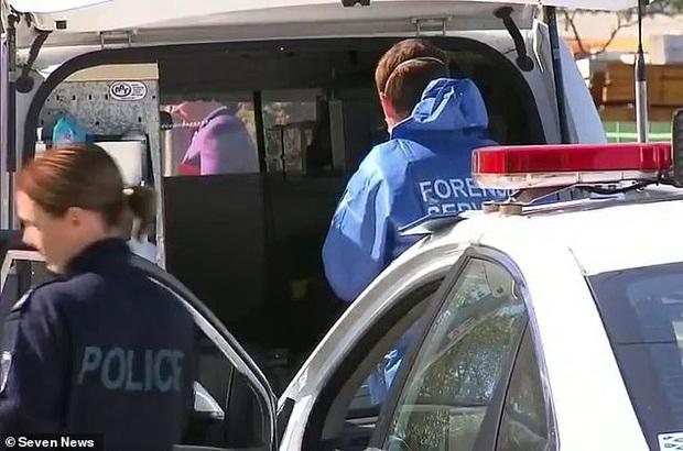 Dư luận Úc chấn động với vụ án bé trai 5 tuổi bị mẹ và phi công trẻ tra tấn bằng gậy sắt, tình trạng được nhận định là kinh hoàng chưa từng thấy - Ảnh 1.
