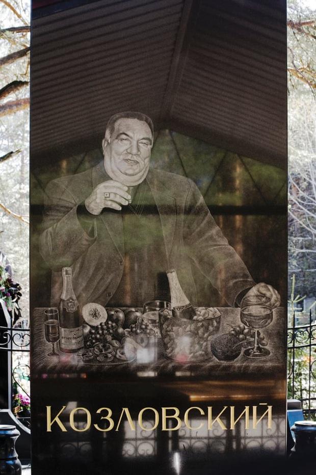 Thăm thú nghĩa trang mafia độc đáo ở Nga: Khi còn sống khét tiếng bao nhiêu, lúc nhắm mắt cũng hoành tráng bấy nhiêu - Ảnh 3.