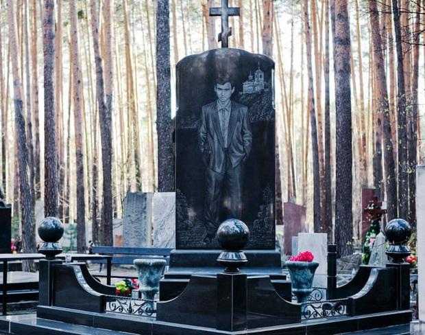 Thăm thú nghĩa trang mafia độc đáo ở Nga: Khi còn sống khét tiếng bao nhiêu, lúc nhắm mắt cũng hoành tráng bấy nhiêu - Ảnh 4.