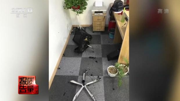 Phát nổ, bén lửa, chứa nhiều chất độc gây ung thư: Tình trạng bất cứ ai cũng có thể gặp phải nếu dùng ghế văn phòng không đạt chuẩn - Ảnh 3.