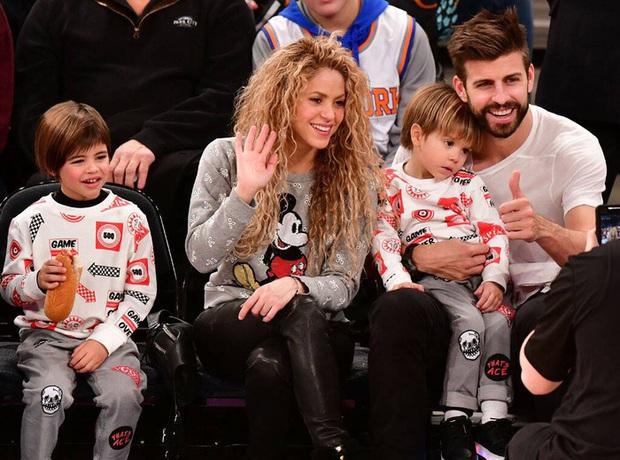 Nữ hoàng nhạc Latin Shakira đăng hình cực tình cảm cùng trung vệ nam thần, nhìn ảnh không ai nhận ra nàng hơn chàng tới 10 tuổi - Ảnh 4.